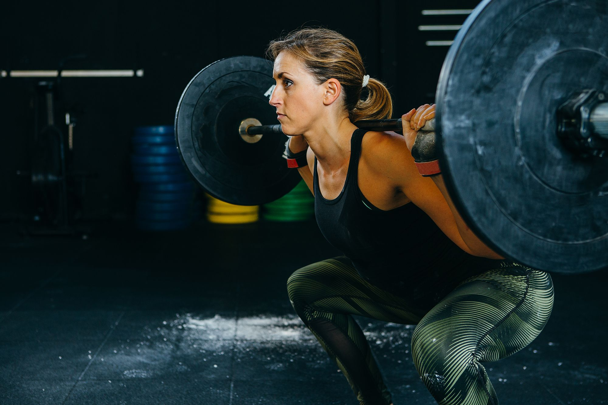 girl doing back squat
